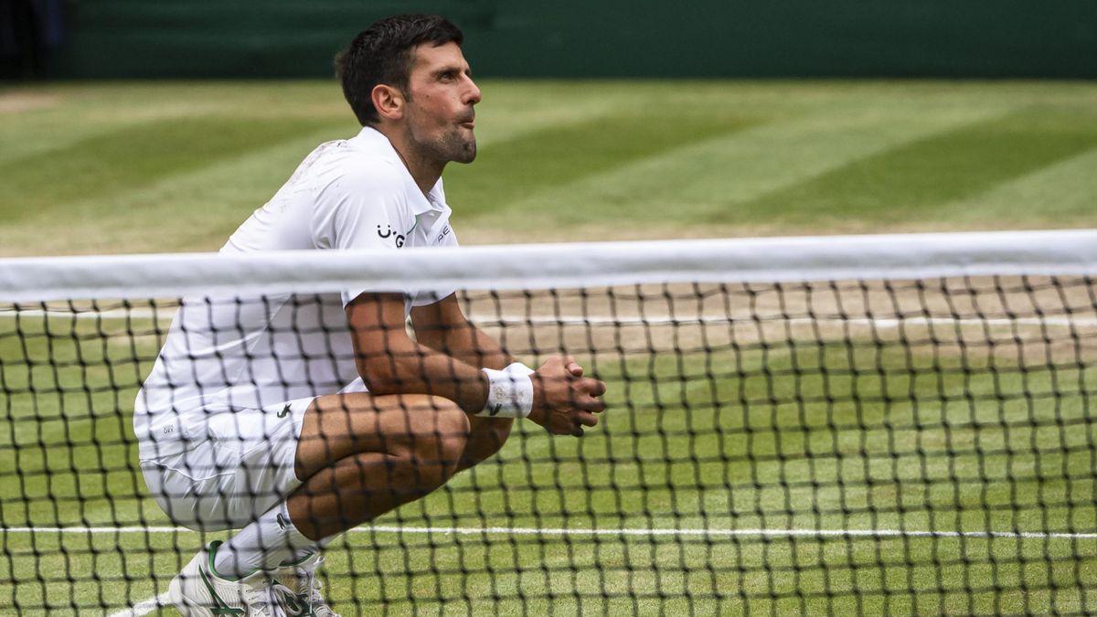 Novak Djokovic auf dem Rasen in Wimbledon