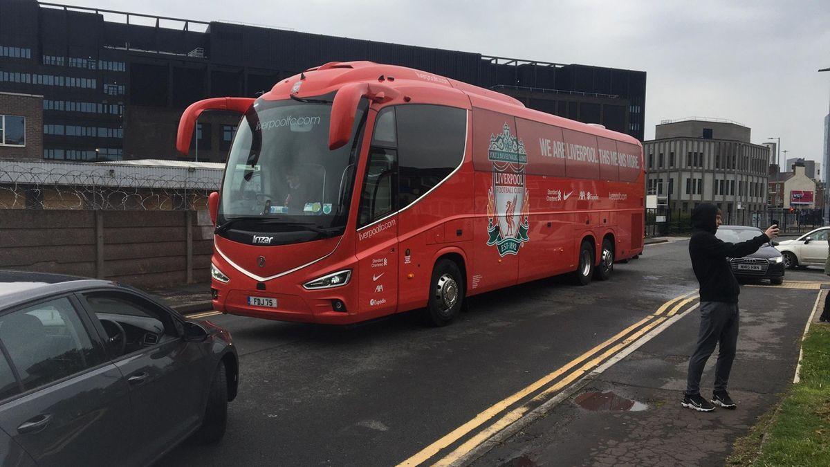 Автобус «Ливерпуля» перед матчем с «МЮ»