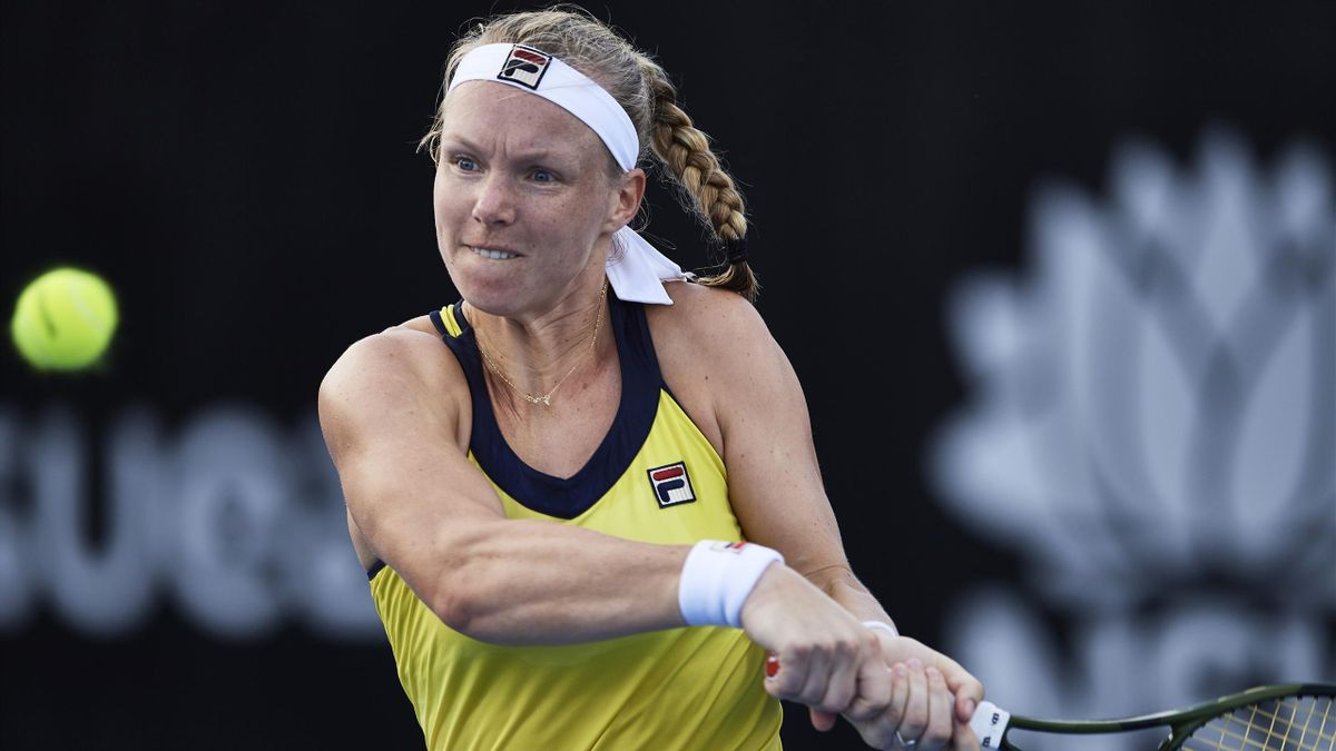 Kiki Bertens of the Netherlands plays a backhand shot against Bernarda Pera of the USA during day two of the 2019 Sydney International at Sydney Olympic Park Tennis Centre on January 07.