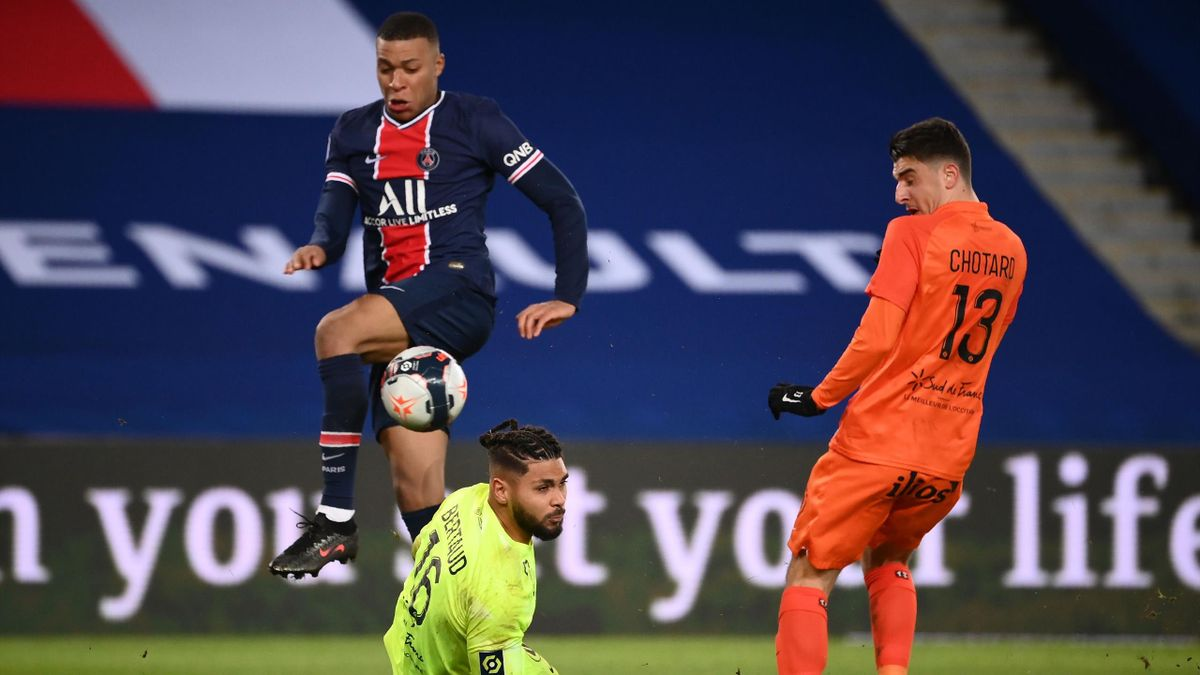 Kylian Mbappé (links; Paris Saint-Germain) traf gegen Montpellier doppelt
