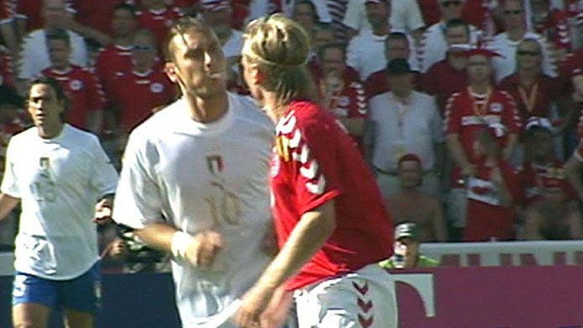 Lo sputo di Francesco Totti a Poulsen in Danimarca-Italia 0-0, 15 giugno 2004