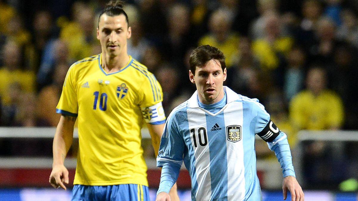 Zlatan Ibrahimovic et Lionel Messi lors d'un match amical en 2013.