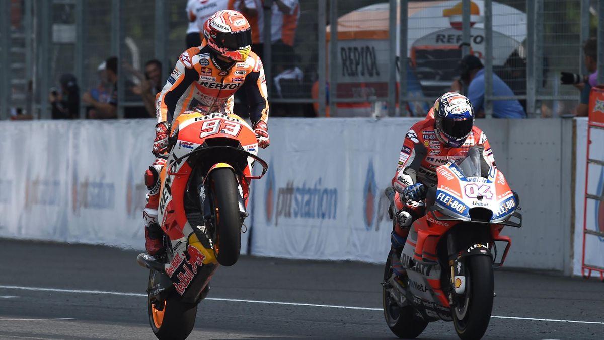 Marc Marquez beffa Andrea Dovizioso sul traguardo del GP della Thailandia, motoGP, Getty Images