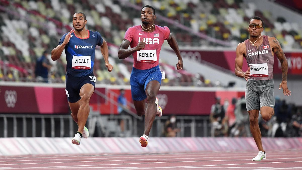 USA's Fred Kerley (C) competes with France's Jimmy Vicaut (L) and Canada's Andre De Grasse in the men's 100m semi-finals during the Tokyo 2020 Olympic Games at the Olympic Stadium in Tokyo on August 1, 2021. (Photo by Jewel SAMAD / AFP) (Photo by JEWEL SA