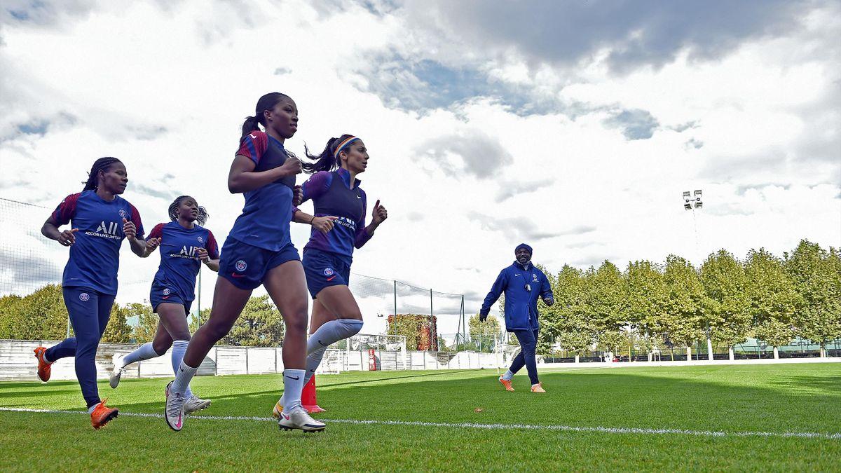 Formiga, Kadidiatou Diani, Grace Geyoro et Nadia Nadim à l'entraînement du Paris Saint-Germain, le 14 octobre 2020