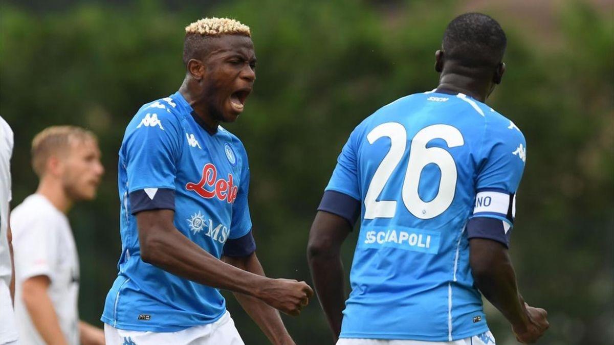 Osimhen esulta per un gol in amichevole durante Napoli-Pro Vercelli