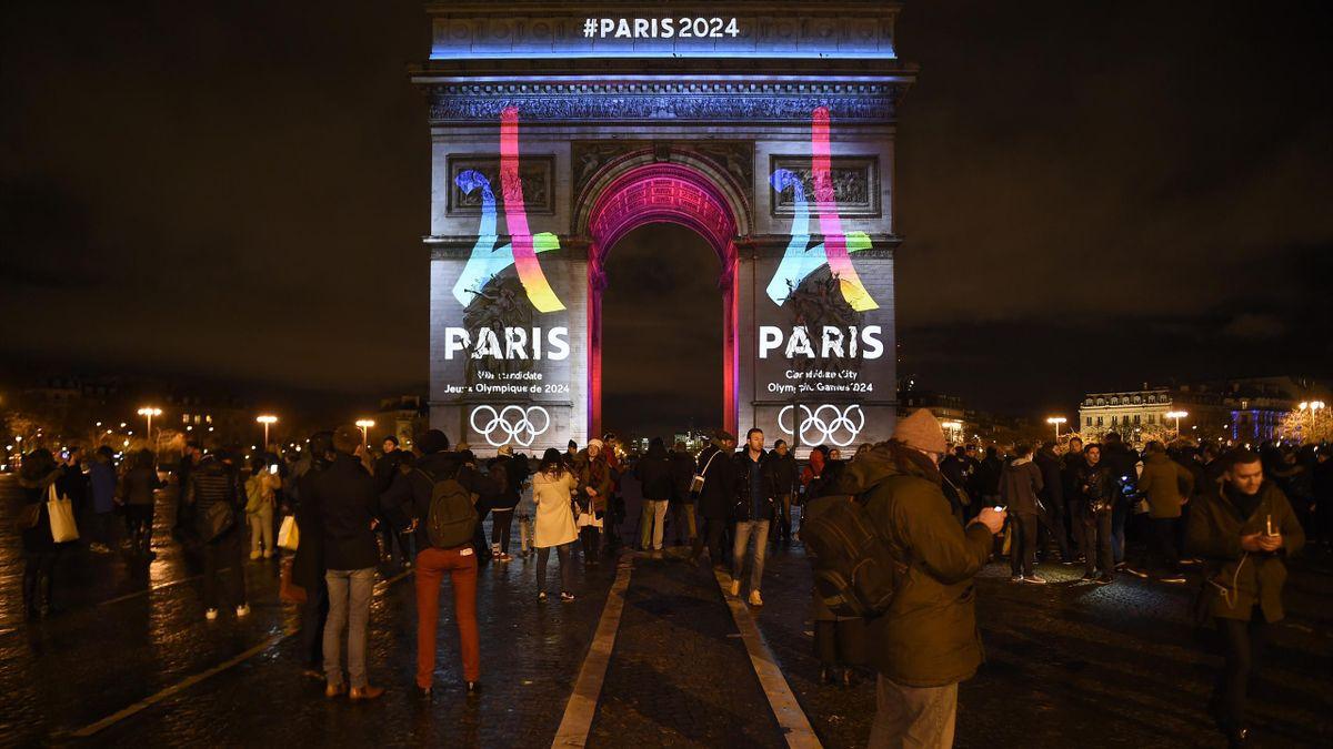 Paris 2024 a dévoilé son logo sur l'Arc de Triomphe.