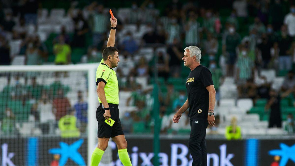 José Mourinho, entraîneur de l'AS Rome, expulsé lors d'un match amical contre le Betis