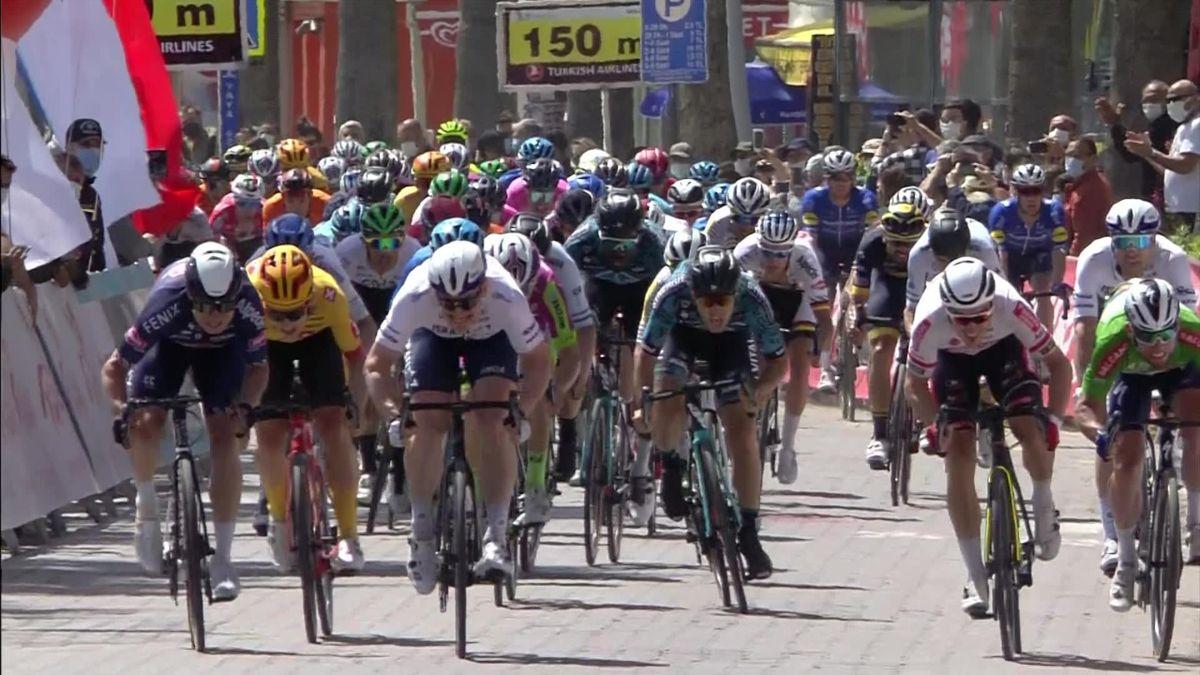 'Just edged!' - Philipsen claims Stage 6 via photo finish