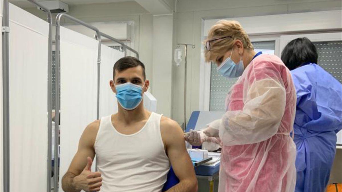 Adrian Mutu & David Lazar s-au vaccinat anti COVID-19! Cine sunt oamenii din fotbal imunizați