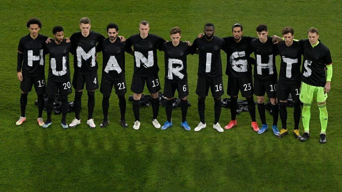 DFB-Team setzt ein Zeichen für Menschenrechte