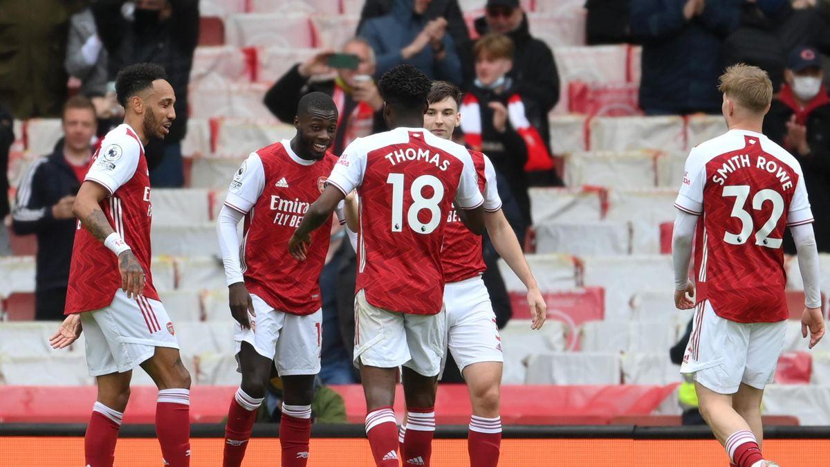 Pepe celebrates with teammates