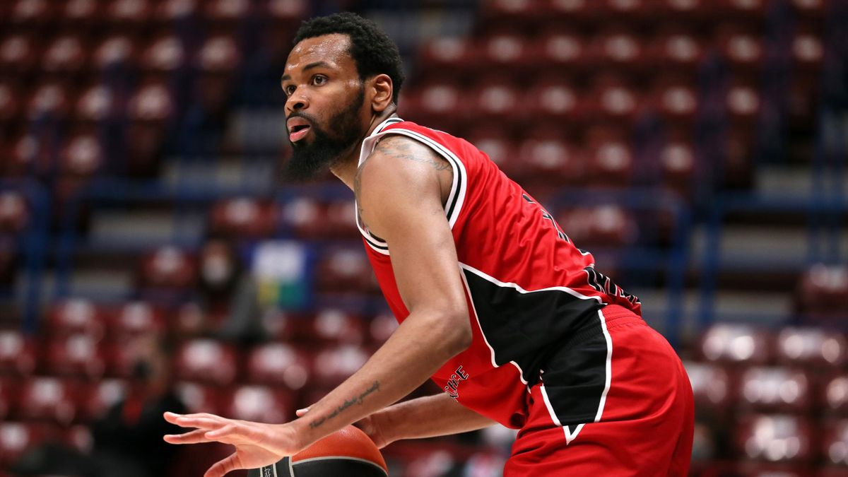 : Kevin Punter, #00 of AX Armani Exchange Milan in action during the 2020/2021 Turkish Airlines EuroLeague Regular Season Round 23 match between AX Armani Exchange Milan and Zenit St Petersburg at Mediolanum Forum on January 28, 2021 in Milan, Italy
