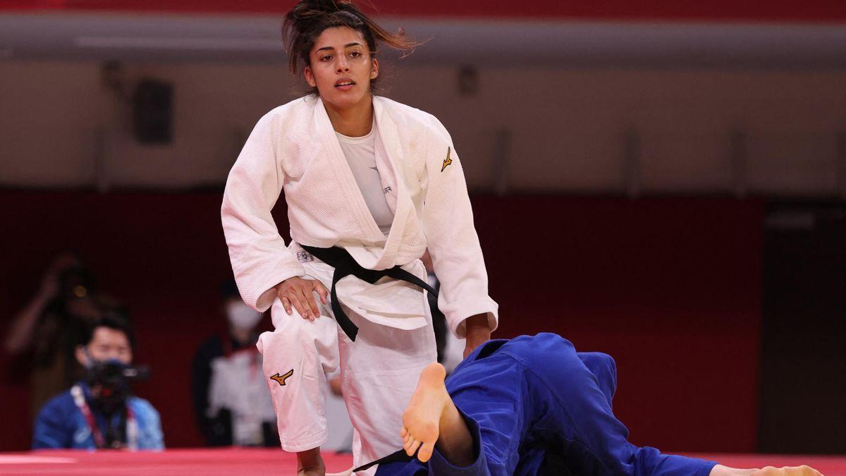 La Française Shirine Boukli face à la Serbe Milica Nikolic chez les moins de 48kg au tournoi olympique de Tokyo