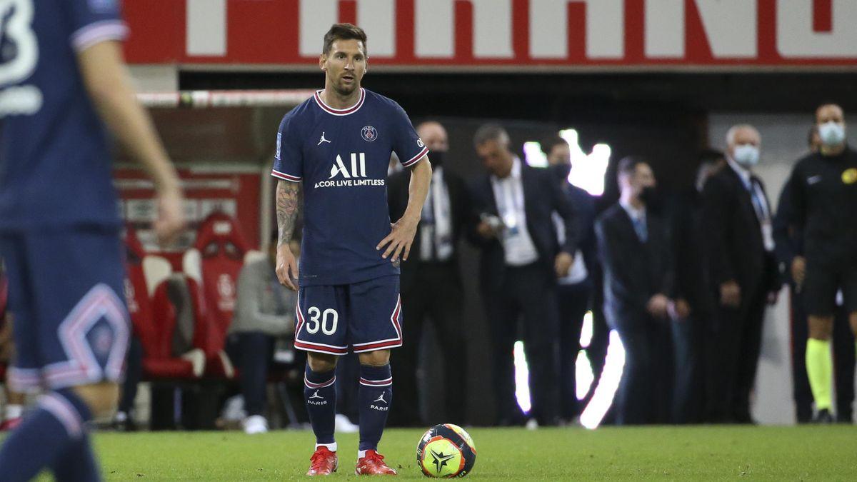 Messi makes his PS debut