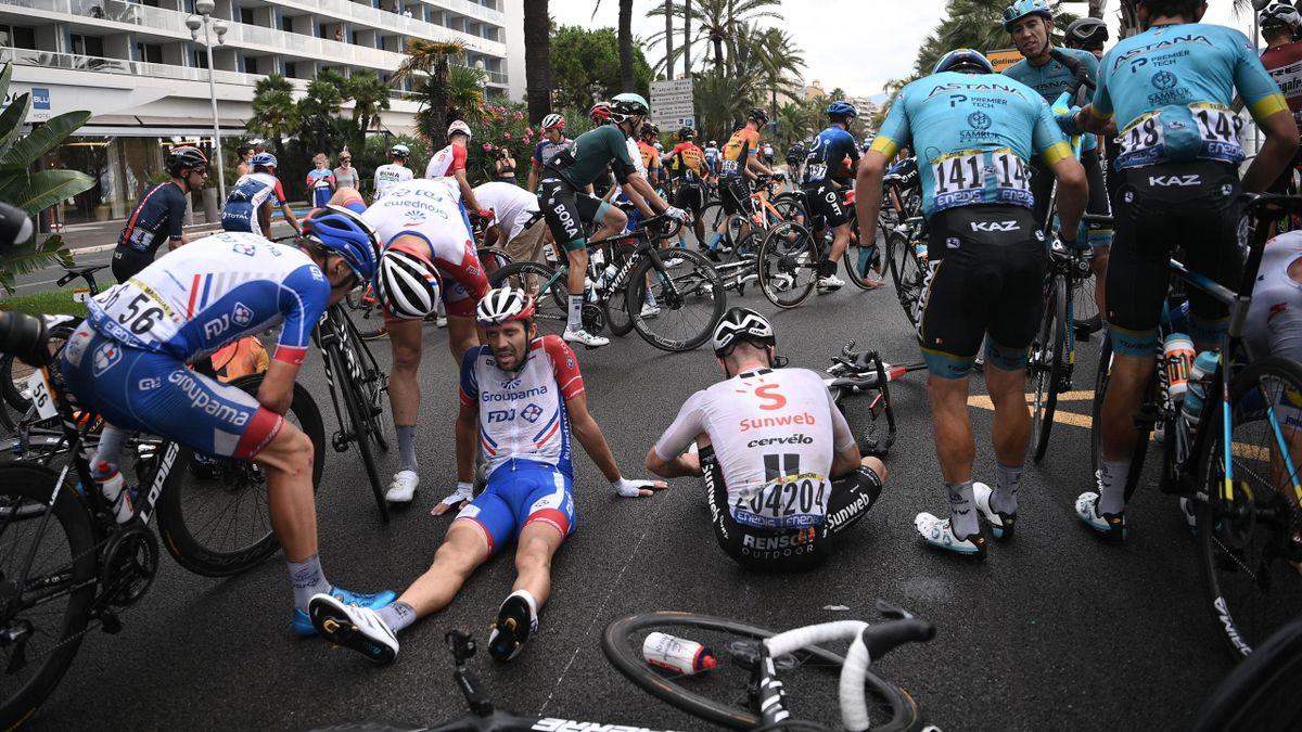 Thibaut Pinot a chuté dans le finale de la première étape du Tour 2020