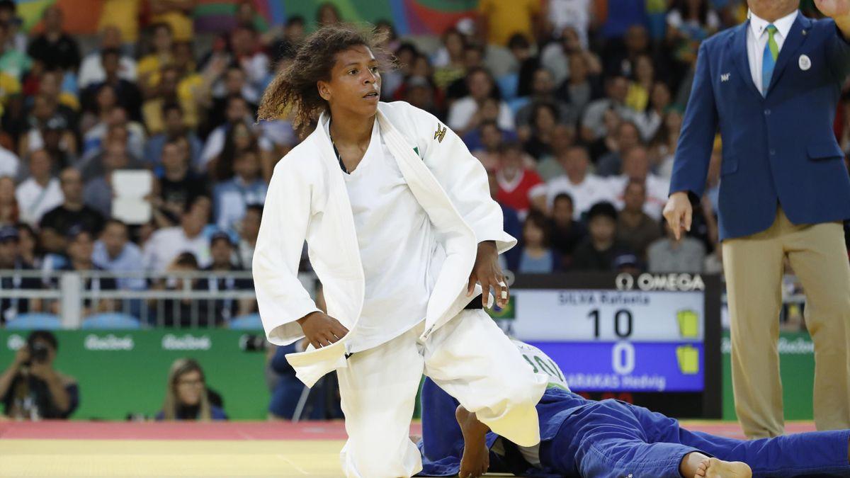 Brazil's Rafaela Silva (white) competes with Hungary's Hedvig Karakas