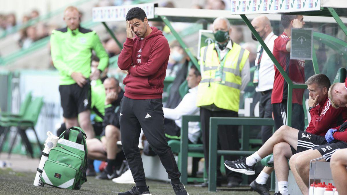 Mikel Arteta watches on, Hibernian v Arsenal, Easter Road, Edinburgh, July 23, 2021