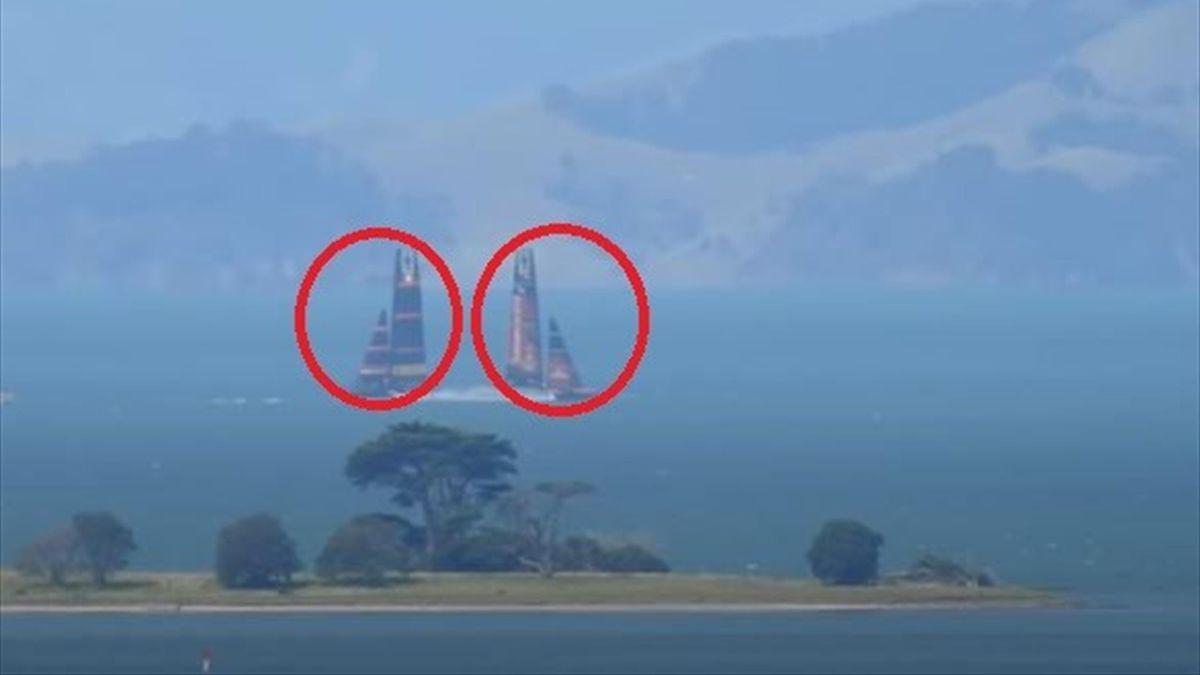L'incrocio ravvicinato fra Luna Rossa e New Zealand nell'allenamento andato in scena nella giornata di sabato 6 marzo (Credit photo Youtube Channel Sail Chaser)