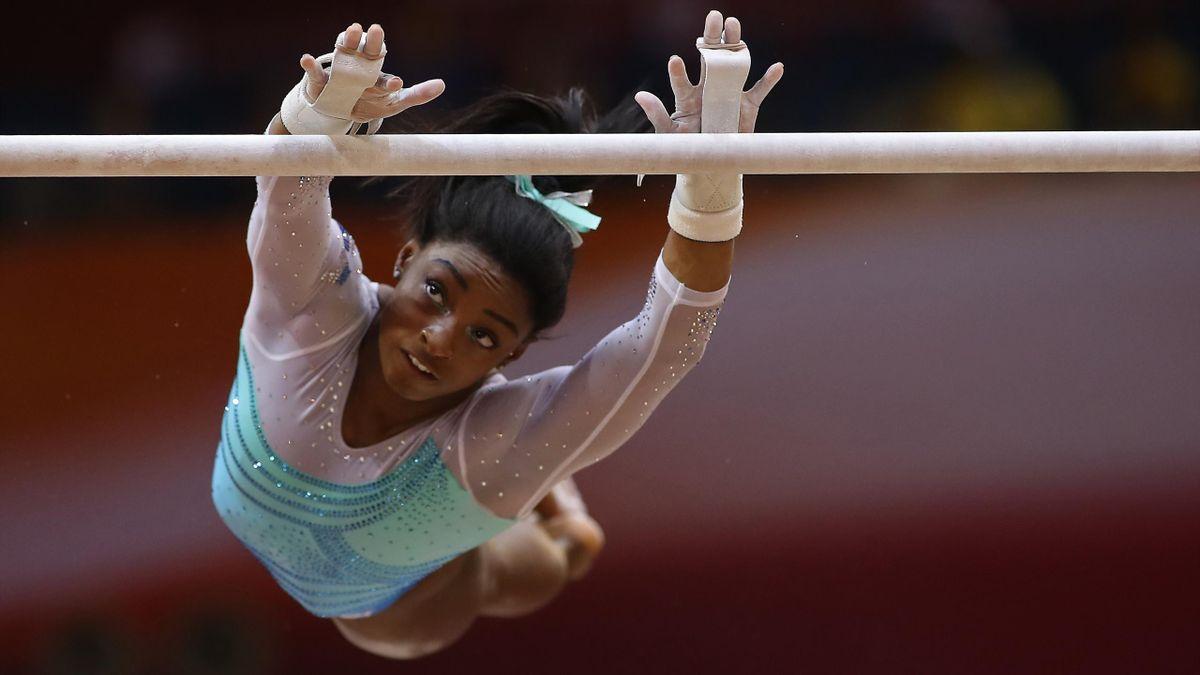 Simone Biles durant la finale du concours complet des Championnats du monde de gymnastique