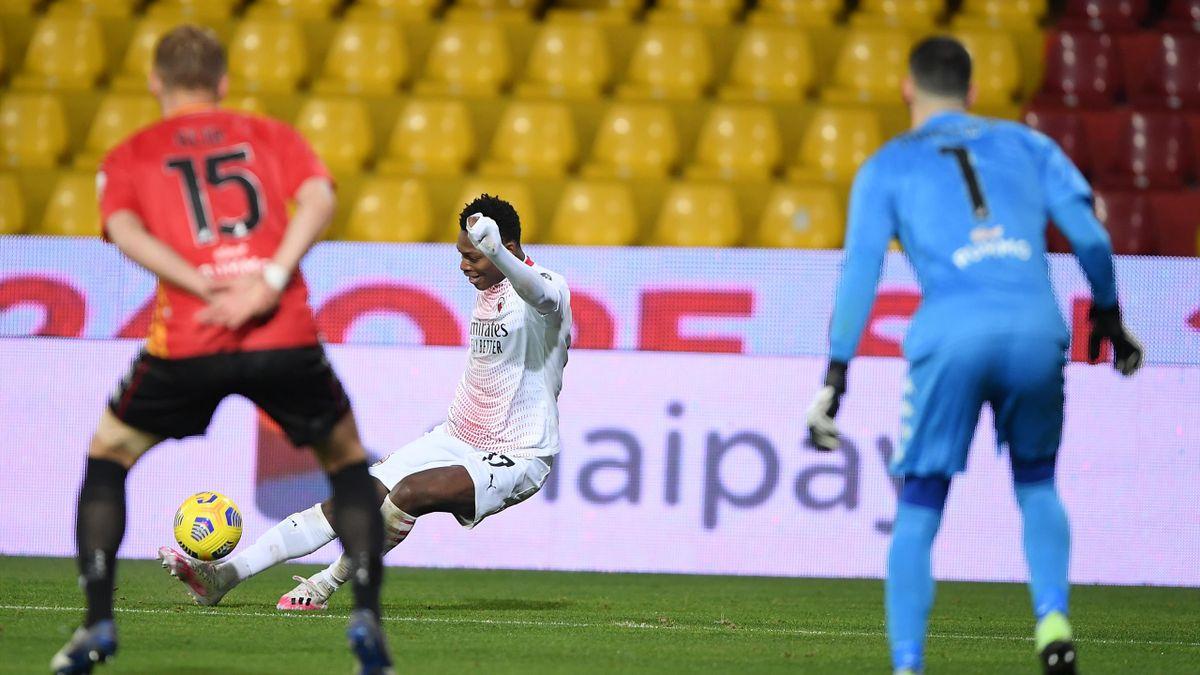 Rafael Leao batte Montipo' con un pallonetto da posizione impossibile, Benevento-Milan, Getty Images