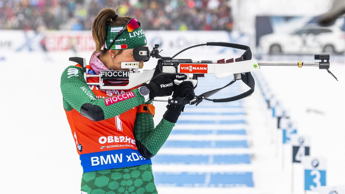Lisa Vittozzi of Italy performs at the shooting range during the women's 10km pursuit event at the IBU Biathlon World Cup on January 12, 2019 in Oberhof, eastern Germany. (Photo by ROBERT MICHAEL / AFP) (Photo credit should read ROBERT MICHAEL/AFP/Getty I