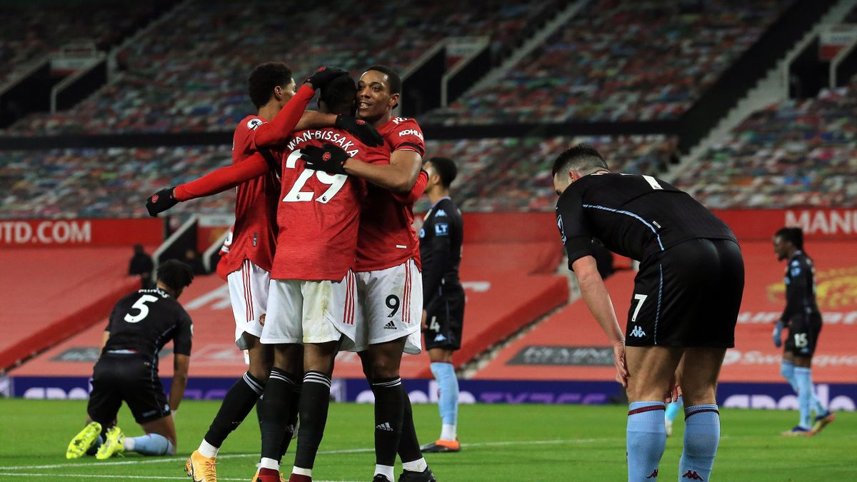 Anthony Martial of Manchester United celebrates with teammates after scoring their team's first goal during the Premier League match between Manchester United and Aston Villa at Old Trafford on January 01, 2021 in Manchester, England