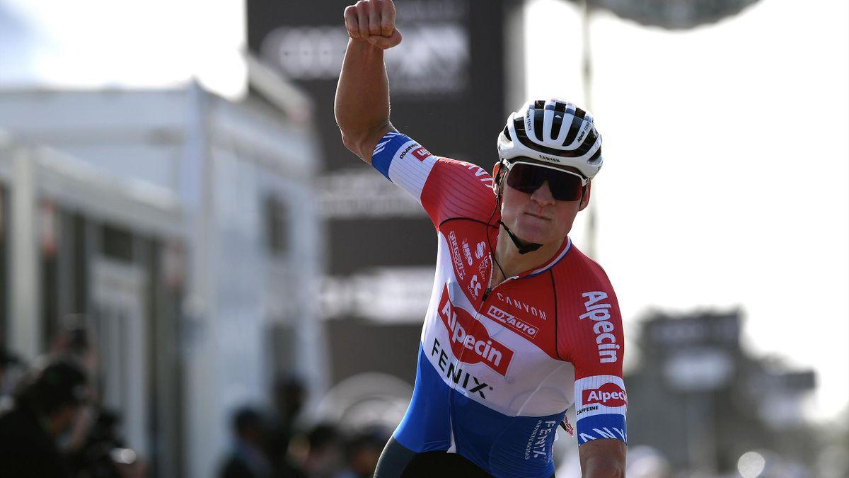 Van der Poel gana la primera etapa en los Emiratos