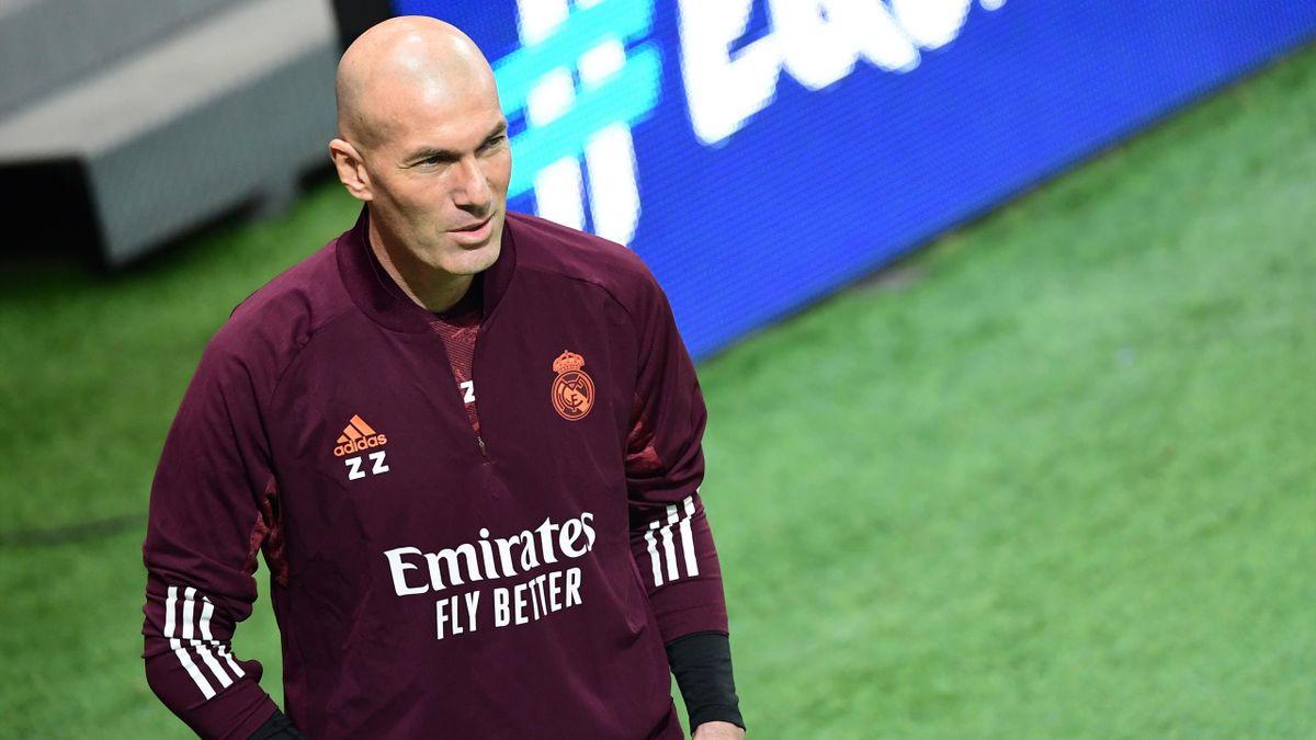 Zidane, en el entrenamiento previo a medirse a la Atalanta