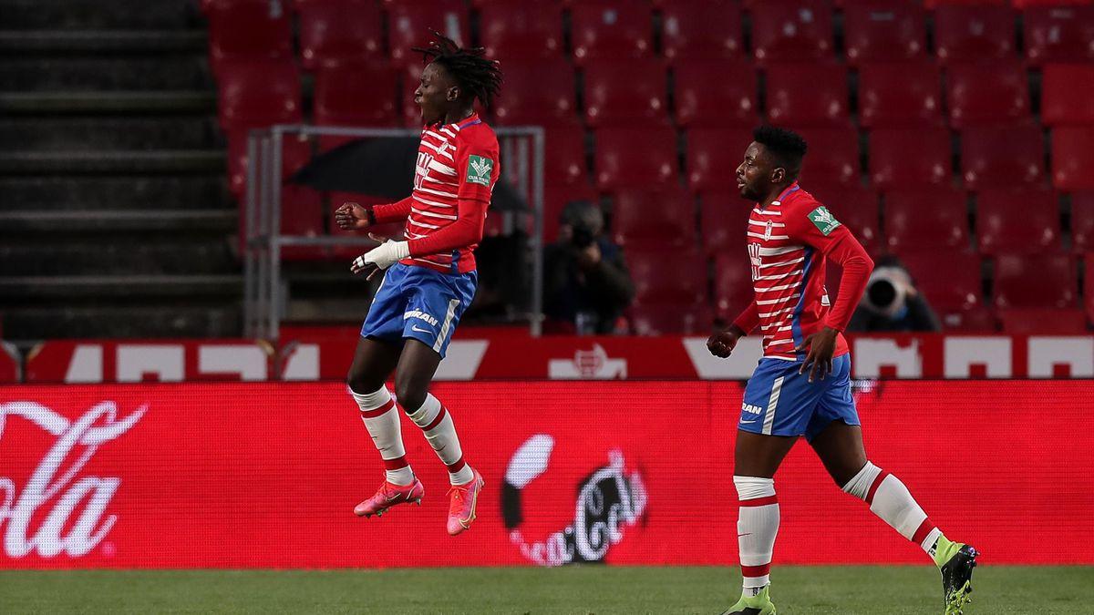 Domingos Quina celebra el gol del Granada ante el Elche