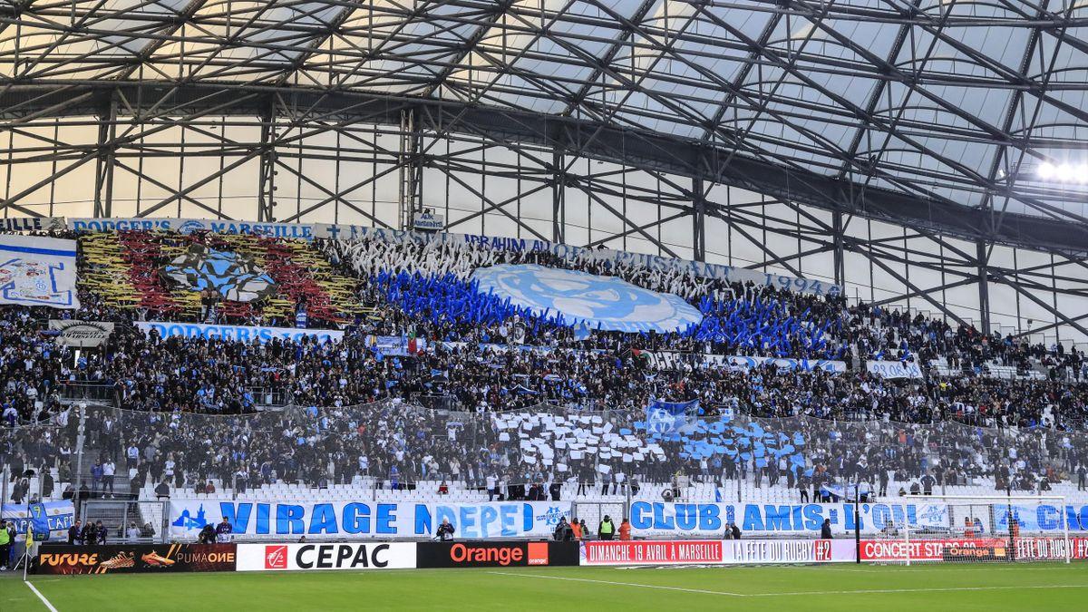 Des supporters durant le match de Ligue 1 entre l'Olympique de Marseille et le FC Nantes au Stade Velodrome le 22 février 2020