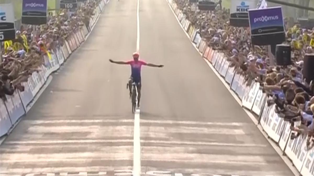 Alberto Bettiol vince il Giro delle Fiandre