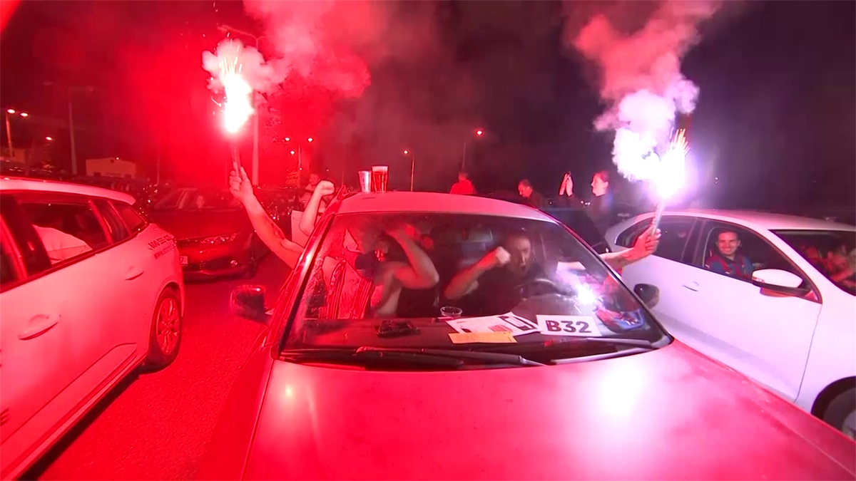 Fanii cehi au prins torțe la cinematografele drive-in cu prilejul meciului Sparta Prague - Viktoria Plzen, terminat 1-2