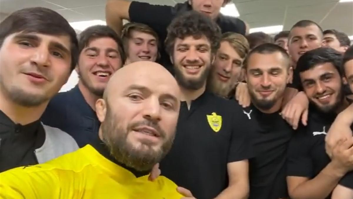 Магомед Исмаилов и футболисты «Анжи»