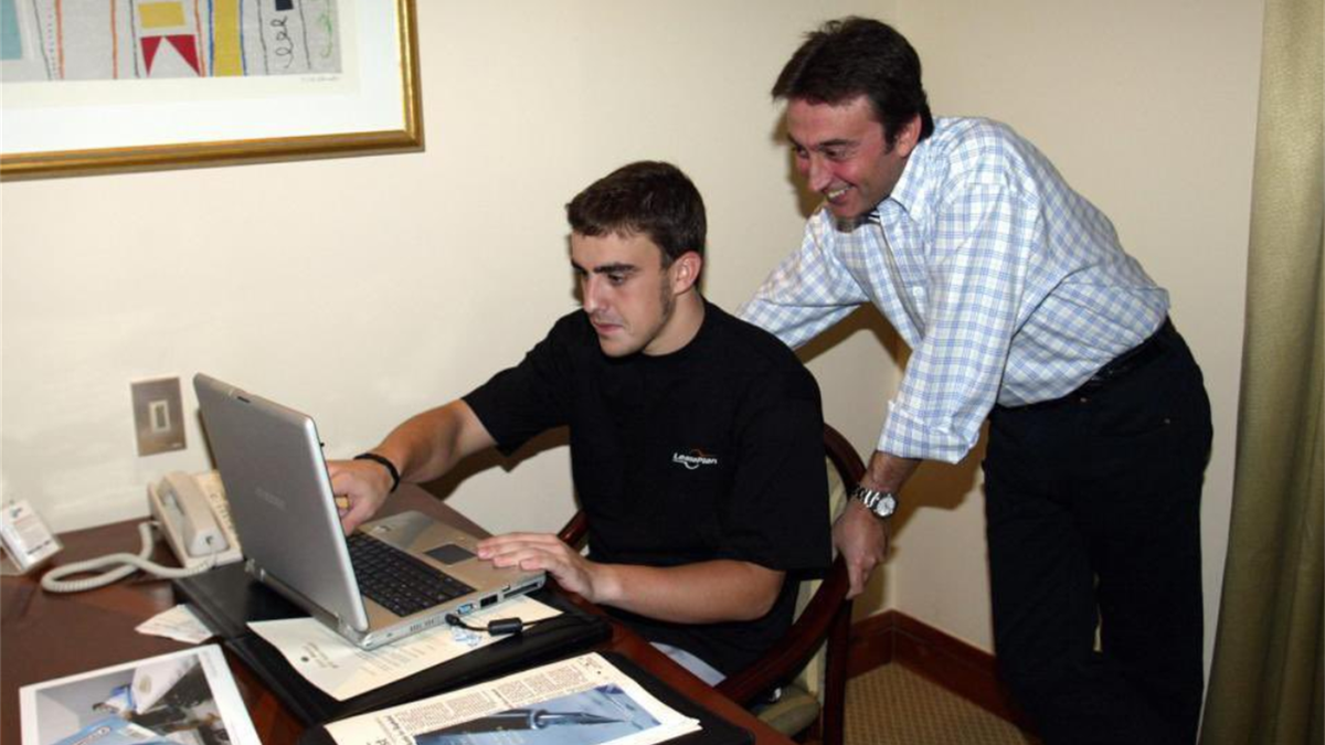 Fernando Alonso y Adrián Campos, imagen compartida en Twitter por @Alo_Oficial