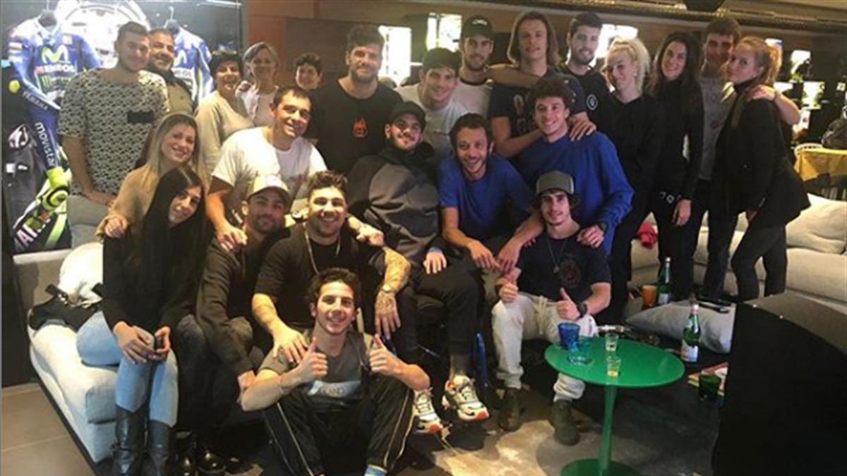 Valentino Rossi e i piloti della Riders Academy insieme a Bryan Toccaceli a Tavullia, Foto Instagram