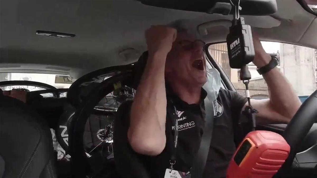 """Giro d'Italia   """"VAI TACO"""" - in de ploegwagen van Intermarche Wanty Gobert"""