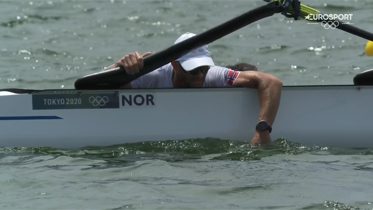 'What a disaster! They have fallen in!' - Norway duo capsize during double sculls