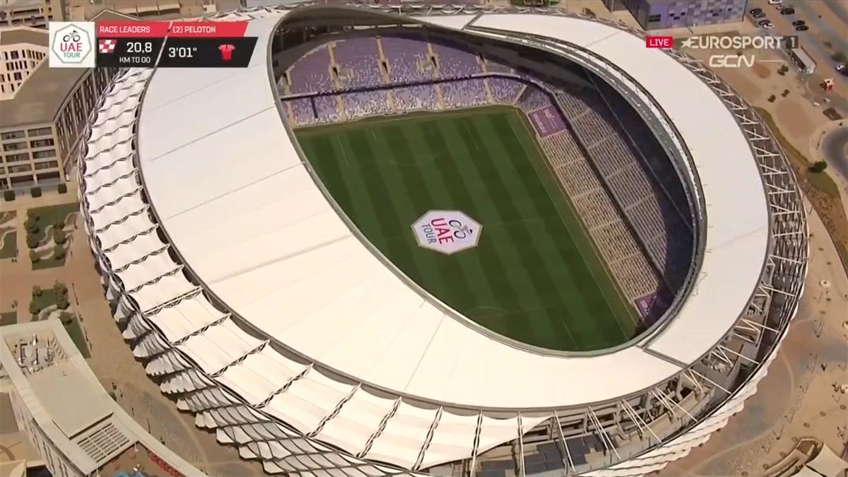 La fusión fútbol-ciclismo continúa: el estadio del Al Ain promociona el UAE Tour