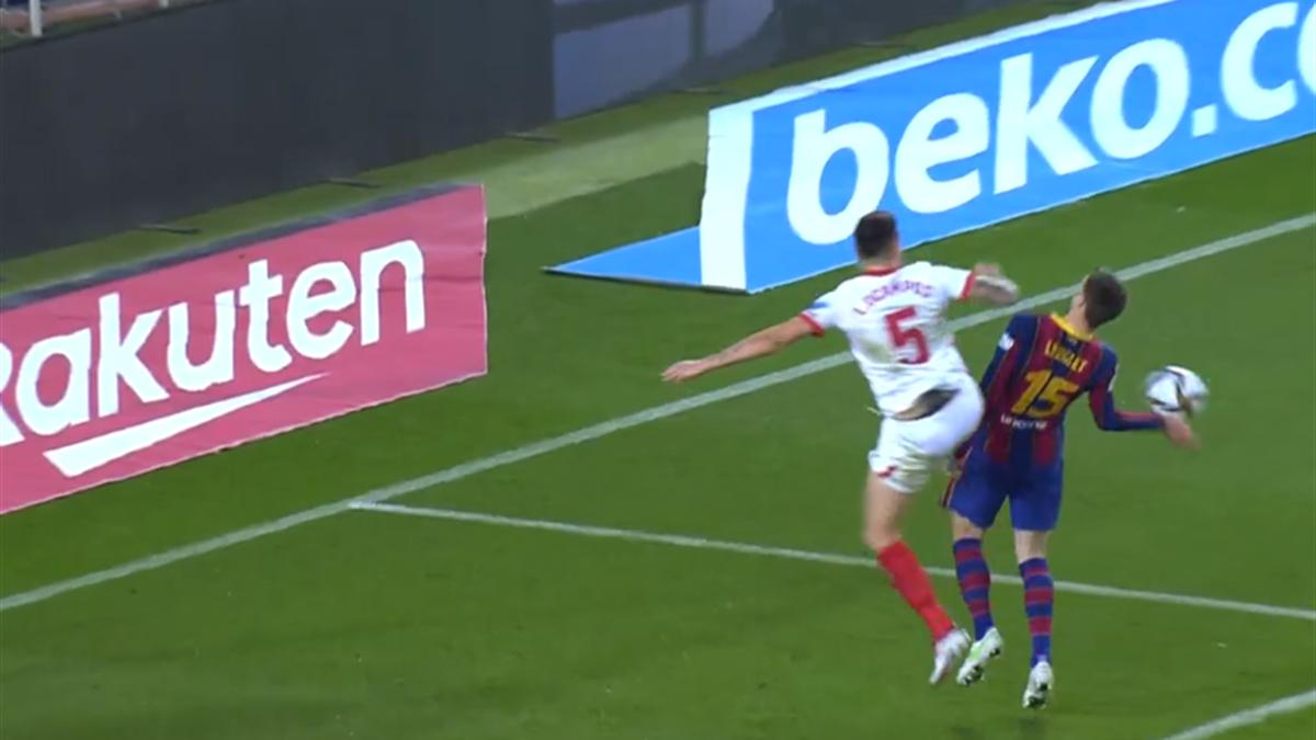 Posible penalti por manos de Lenglet en el Barça-Sevilla de Copa del Rey
