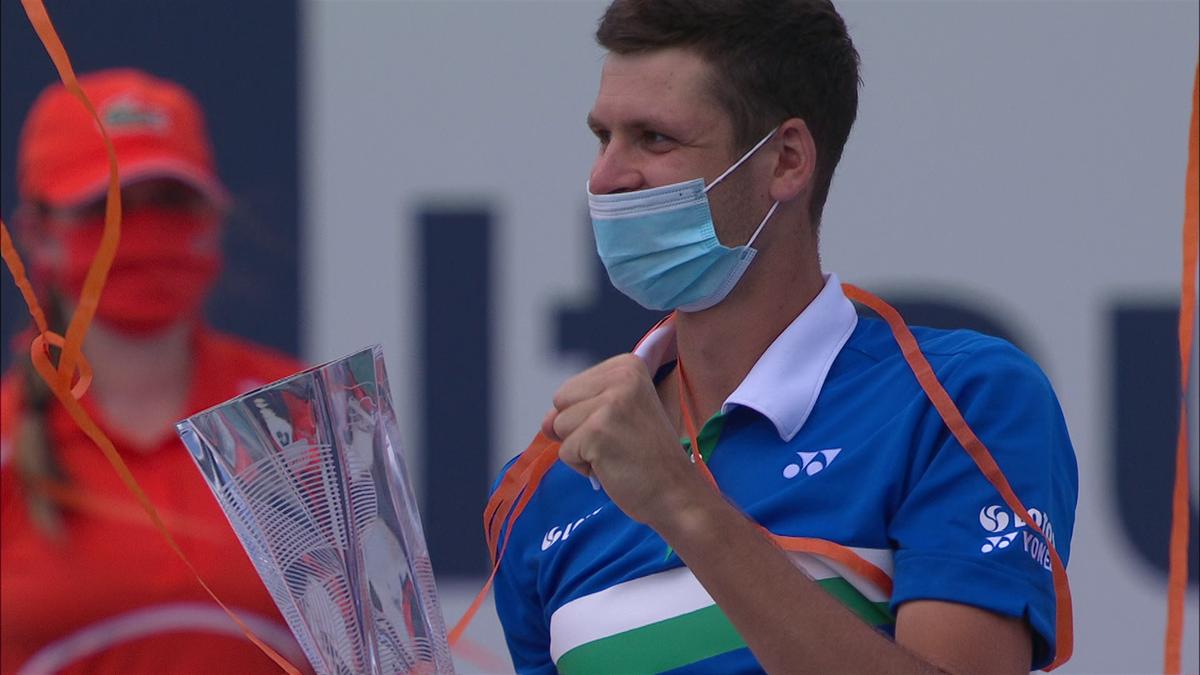 Malgré les éclairs de Sinner, Hurkacz est resté sur son nuage : le résume de la finale