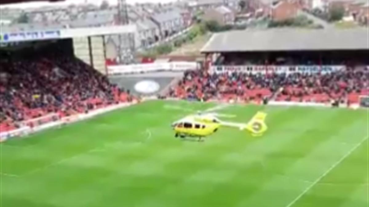 Helikopter landet bei FC Barnsley auf Spielfeld und rettet Vereinsmitarbeiter