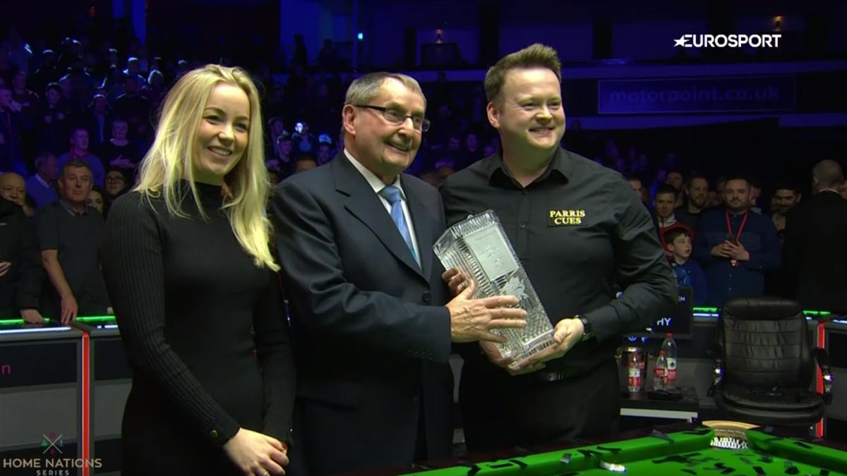 Shaun Murphy celebrates winning the Welsh Open
