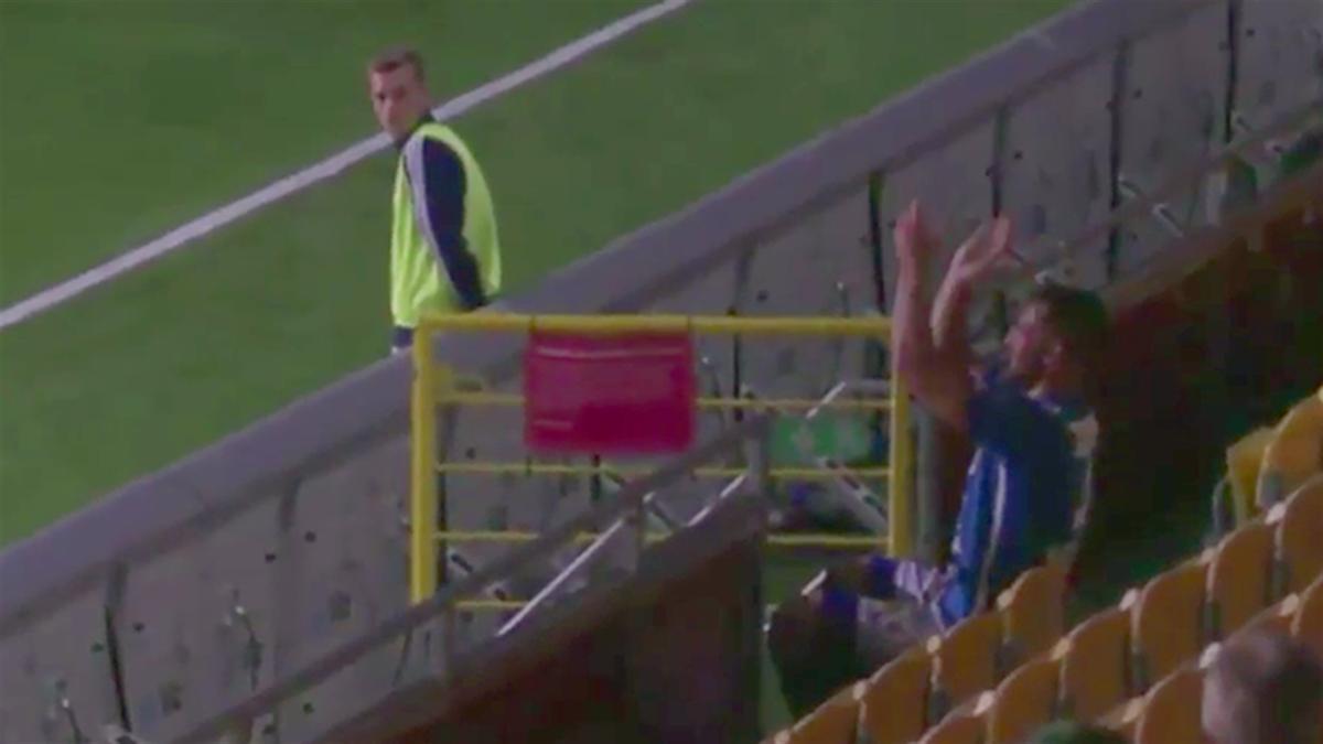 Шведского футболиста удалили с поля за оригинальное празднование гола
