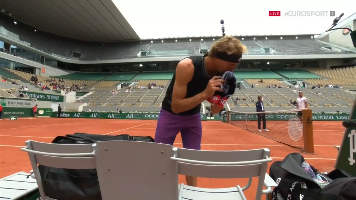 'He's late again! What is all this faffing about?' - Zverev delays coin toss