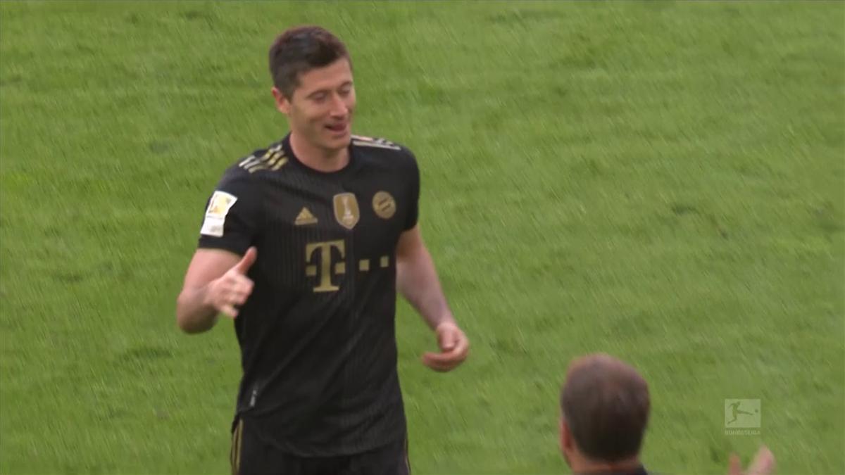 Highlights: Lewandowski breaks Muller's goalscoring record in Bayern win