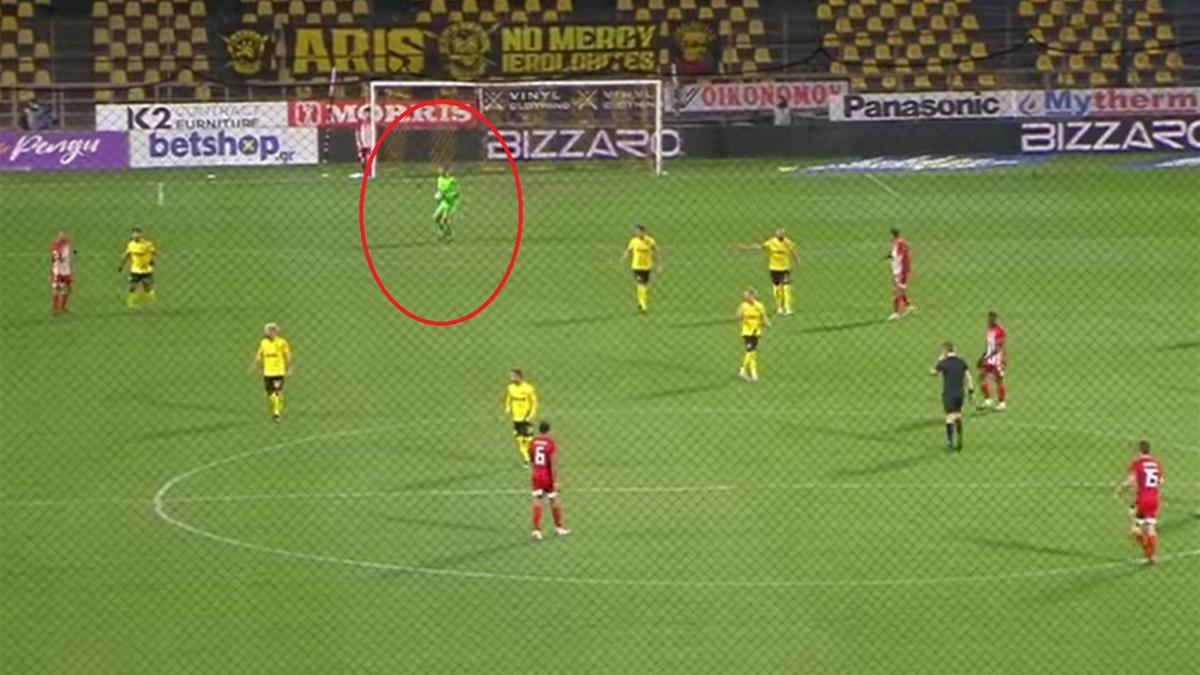 Portarul lui Aris a comis o greșeală impardonabilă în meciul cu Olympiacos, din Cupa Greciei