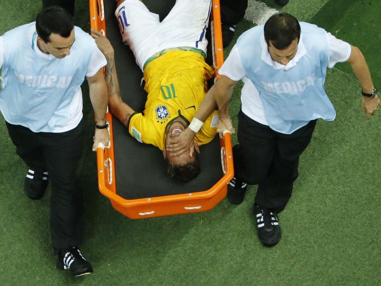 Neymar (Brésil) forfait pour le reste du Mondial en raison d'une fracture à  une vertèbre - Eurosport