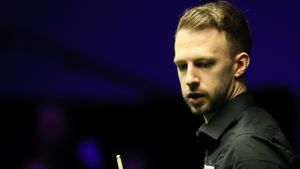 European Masters LIVE - Trump faces 14-year-old Boiko