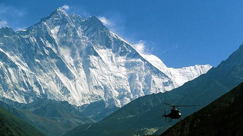 El Everest 'cierra' por el brote de coronavirus